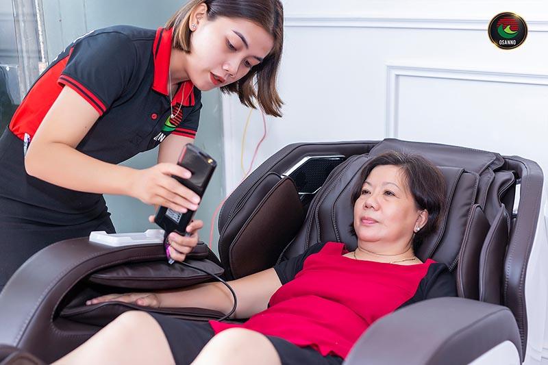 đầu tư ghế massage giúp chăm sóc sức khỏe người già trong gia đình