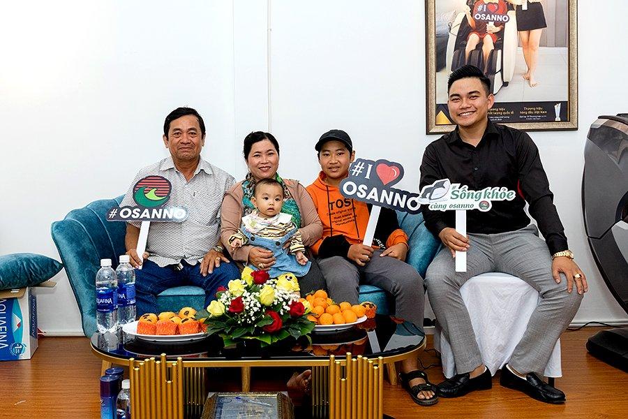 Khách hàng ghé thăm cửa hàng ghế massage Osanno tại Phan Thiết