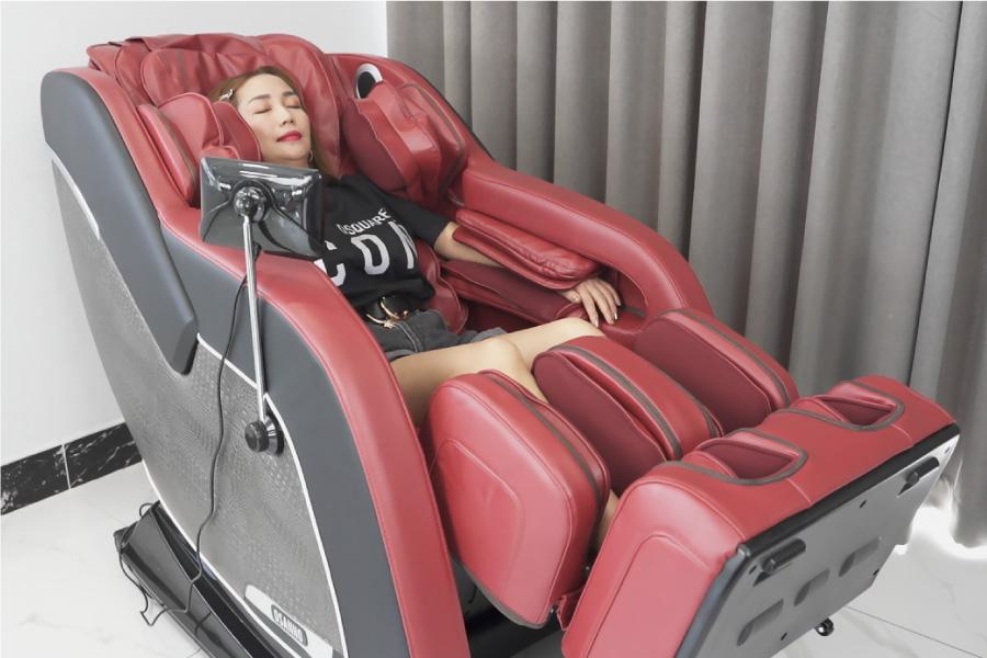 Nữ diễn viên Ốc Thanh Vân chia sẻ trải nghiệm ghế massage Osanno