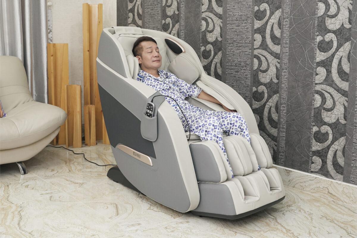 Nghệ sỹ Minh Nhí tin tưởng sử dụng ghế massage Osanno