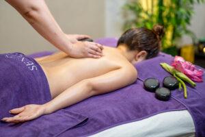 massage đá nóng mang lại nhiều lợi ích