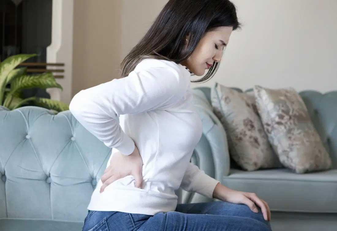 Phụ nữ đau thắt lưng bên phải: Lạc nội mạc tử cung hoặc do mang thai